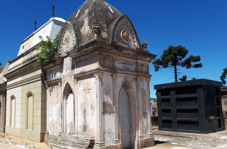 La bóveda de Clodomiro Gómez y familia en el Cementerio.