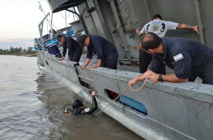 La Armada trabaja para rescatar el buque museo.