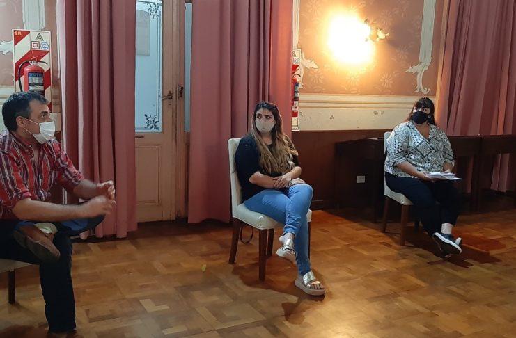 Camila Caballero, entre Sancho y Tamara Vlaeminck, en la reunión del 15 de enero.