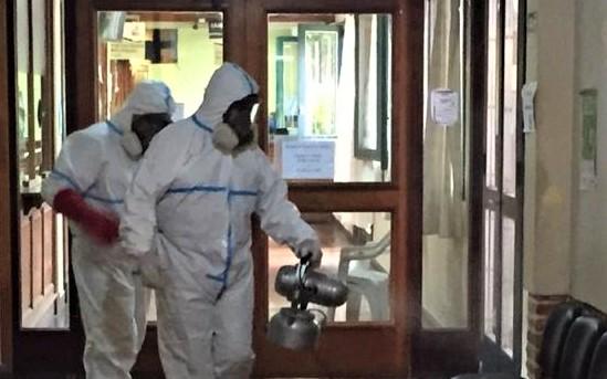 Como ante cada sospecha en una dependencia municipal, Bromatología sanitizó el edificio.