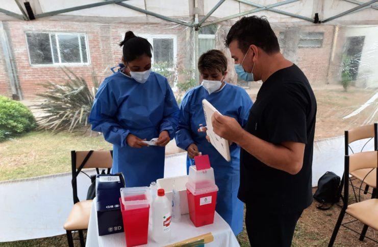 El operativo de vacunación continuaba este lunes.