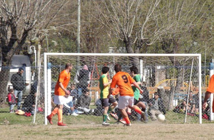 Los torneos internos de fútbol esperan reanudar actividad.