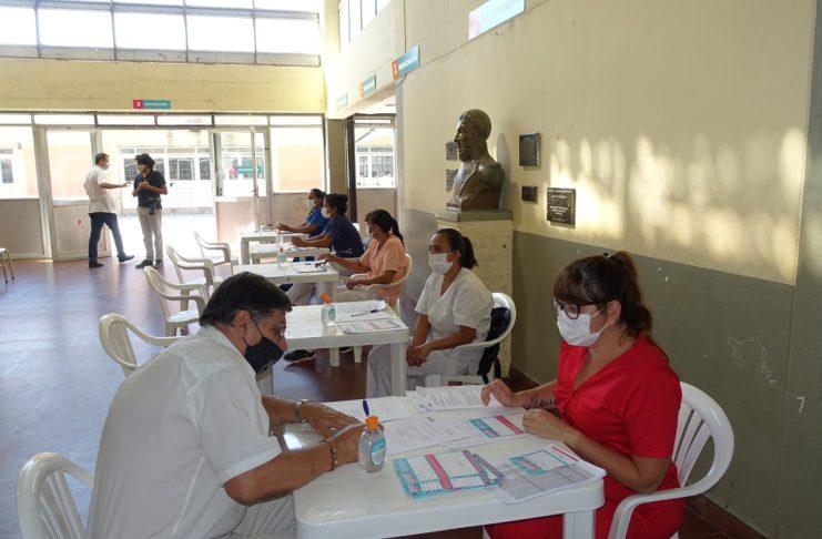 Este jueves comenzó el operativo vacunación en la escuela Industrial.