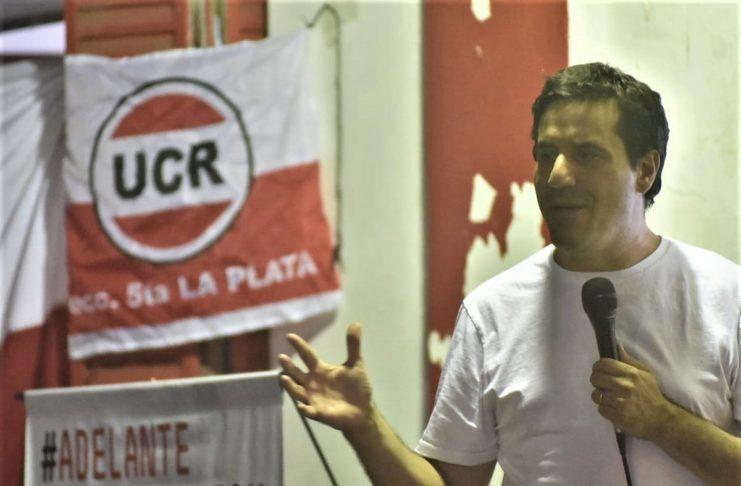 Maximiliano Abad preside el bloque Juntos por el Cambio en la Legislatura y aspira a conducir la UCR bonaerense.