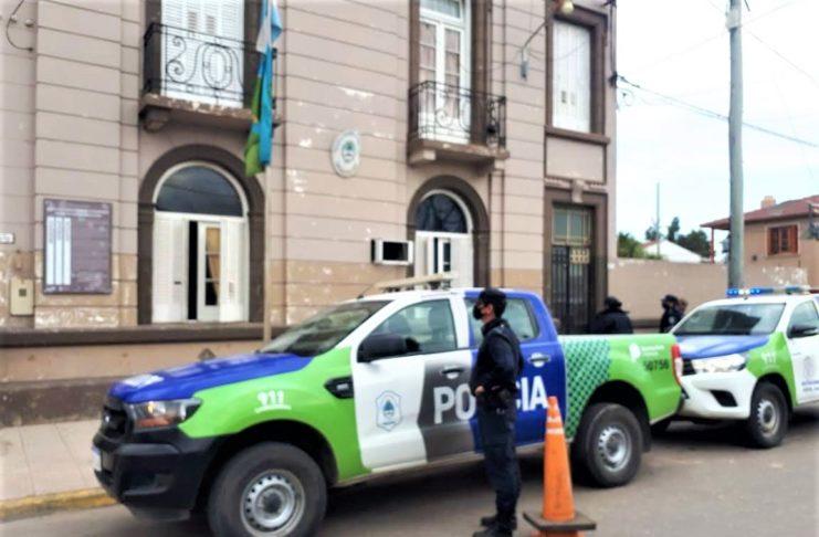 El violento fue detenido y trasladado a la Comisaría.