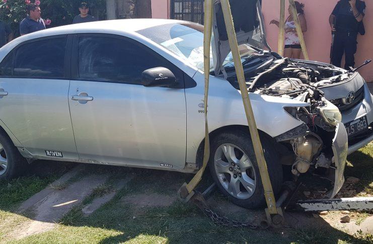 Así quedó el Toyota Corolla del baraderense asaltado.