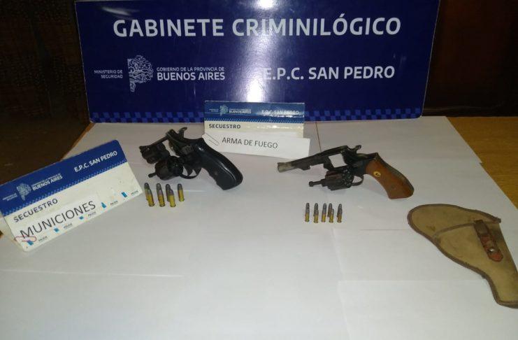 Las armas secuestradas en el allanamiento.