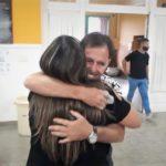 El abrazo entre Diego Chediak y Mercedes Vellón tras conocer los resultados.