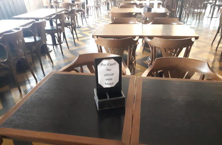 Bares y restaurantes tienen un estricto protocolo que cumplir.