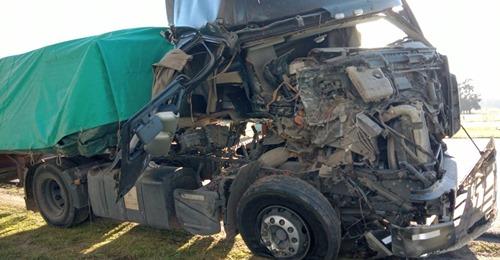 Así quedó el camión que conducía el sampedrino, que resultó ileso.