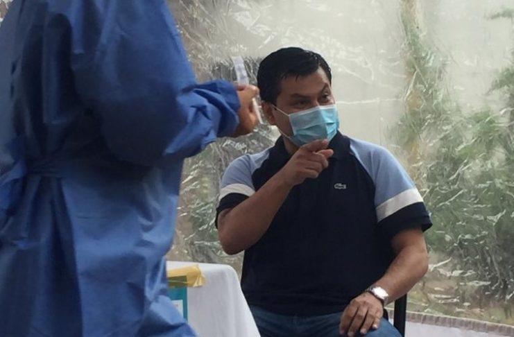 Ramón Salazar fue el primer sampedrino en recibir la vacuna contra la COVID-19.