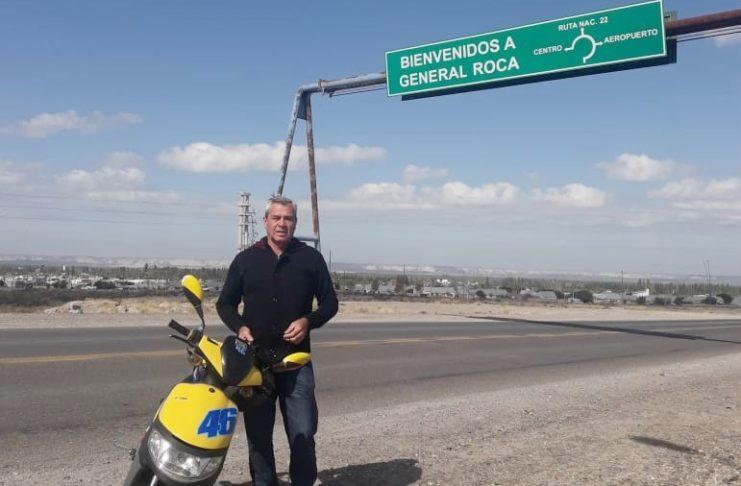 Romero contó que recorre el país en moto y ayuda a los más necesitados.
