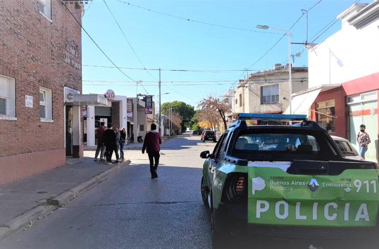 La policía intervino ante la situación, convocada por las autoridades de la clínica.