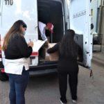 Las vacunas llegan custodiadas a la sede del vacunatorio.