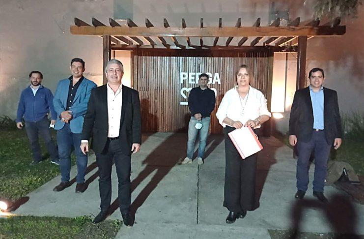 Mabel Prado, al frente, junto al intendente de Pergamino, Javier Martínez, y el resto de la mesa local de PRO.