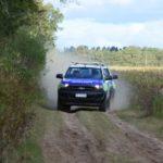 La policía se dirigió al campo para desbaratar la reunión clandestina.
