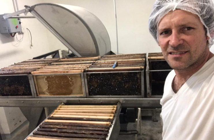 El apicultor sampedrino Alexir Rodríguez se llevó dos premios.