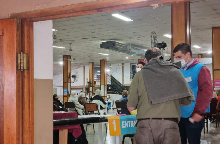 En San Pedro las vacunas se aplican en la posta de vacunación ubicada en el Club de Jubilados de 9 de Julio y Salta.