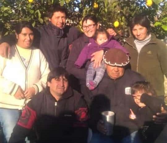 Don Portillo junto a sus seis hijos, en una foto que facilitó su familia.