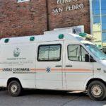 Una ambulancia del Hospital en la puerta de la clínica San Pedro.