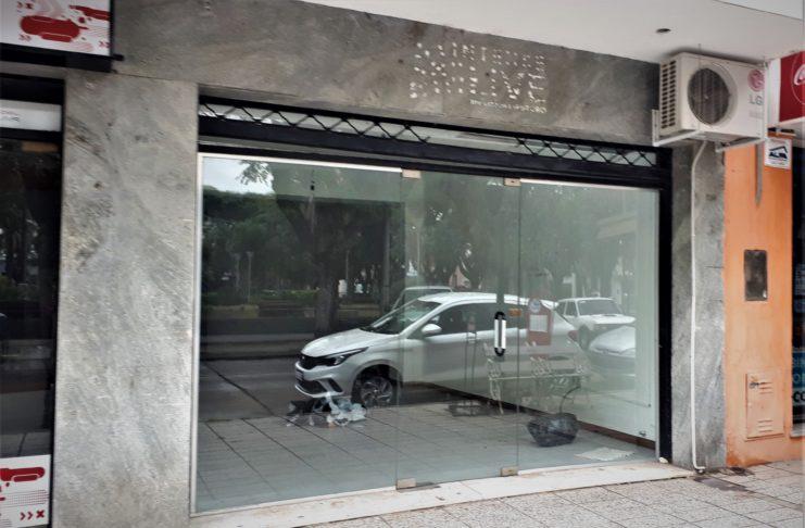 La agencia local de Intense Live en calle Balcarce, cerrada y vacía..