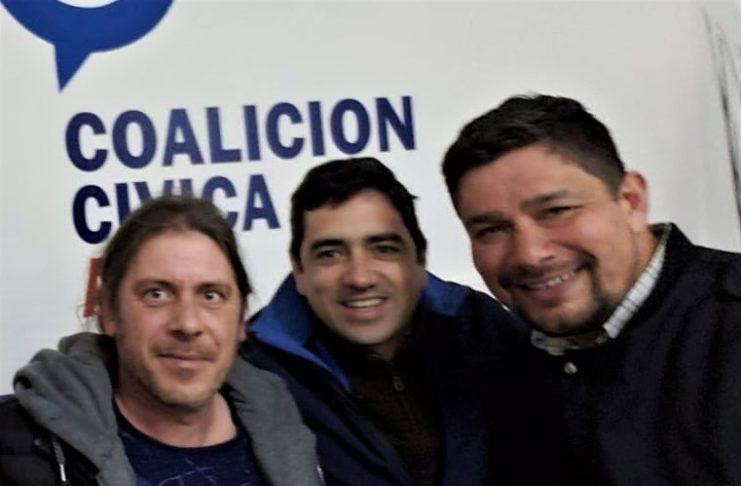 Daniel Basante, presidente de la Coalición Cívica, junto a los hermanos Lafalce.