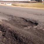 La ruta 191 presenta tramos muy deteriorados, algunos fueron bacheados esta semana.