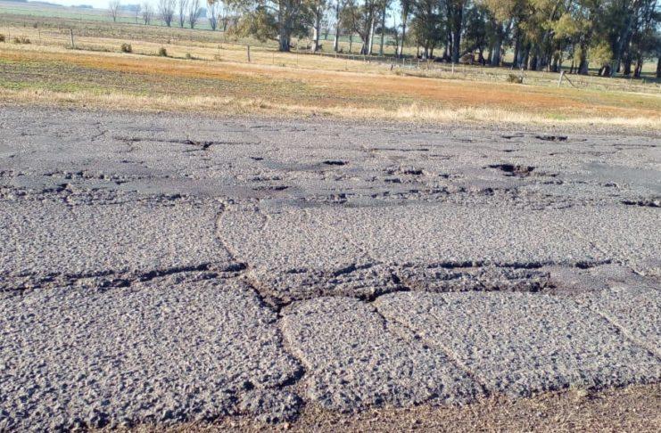 La ruta 191 en la zona donde más de diez coches reventaron neumático. Fotos: La Opinión.