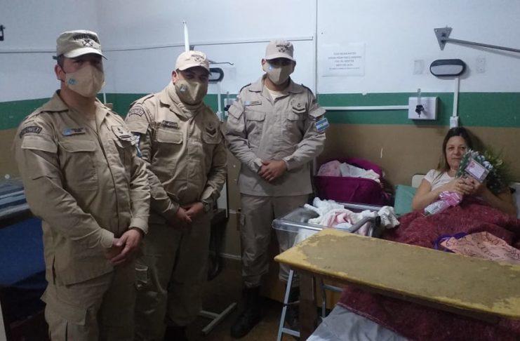 Gabriela tuvo a Rufina con ayuda de personal de Prefectura.