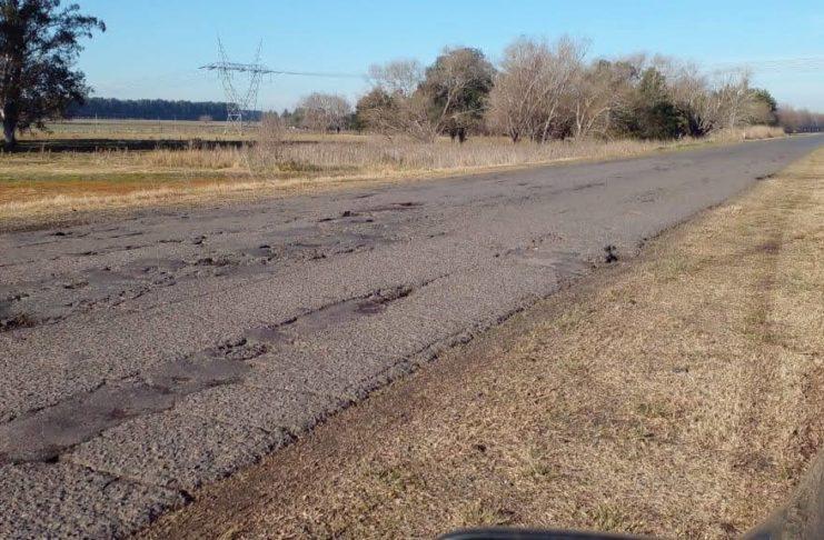 La ruta 191 presenta tramos muy deteriorados.