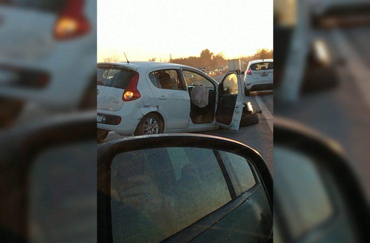 El vehículo en el que viajaban sufrió el desprendimiento de una rueda.