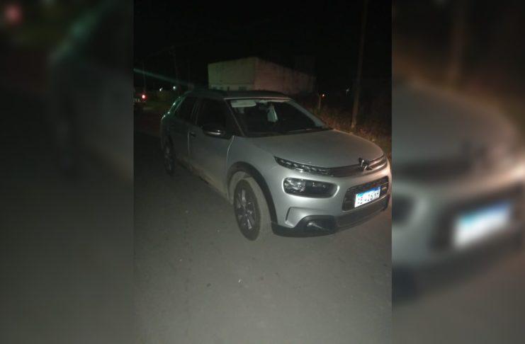 El automóvil recuperado por la policía local.