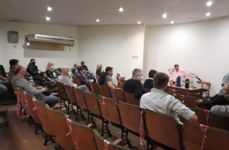 Reunión en el Centro de Comercio sobre la problemática de la Distribuidora Rey. Foto: La Opinión
