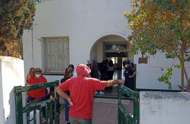 Santa Lucía votó en las escuelas 22 y 26 de la localidad.