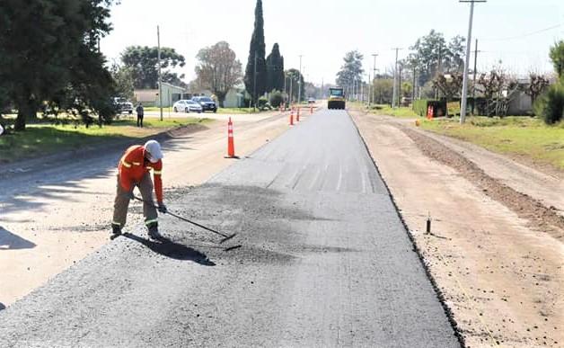 La obra de repavimentación del acceso a Gobernador Castro comenzó a fines de junio.