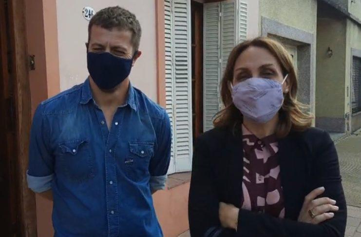 Florencia Arietto y Ariel Rey, en la puerta de Fiscalía.