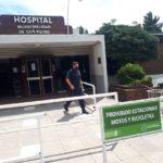 La policía cumplió con el requerimiento judicial en ambos hospitales.