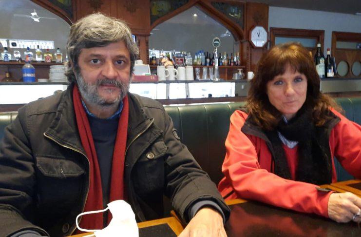Vilma Rimpoll y Guillermo Pacagnini en el bar Butti de San Pedro. Foto: La Opinión