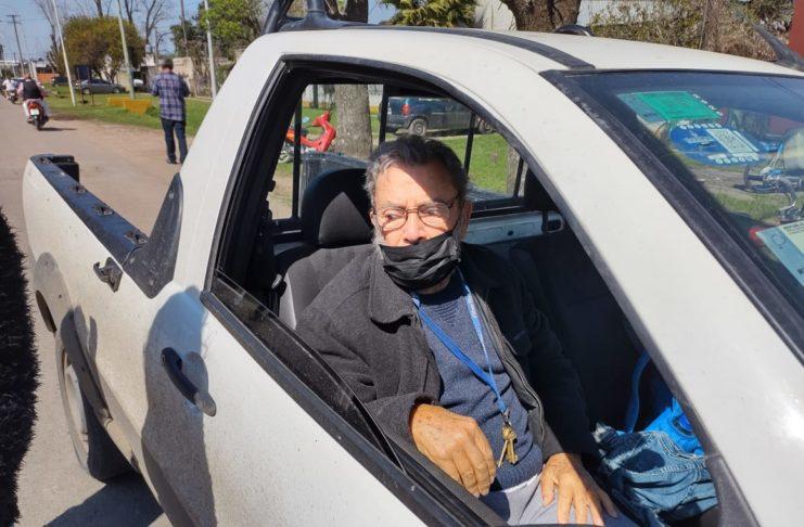 Salomón de 91 años votando. Foto: La Opinión