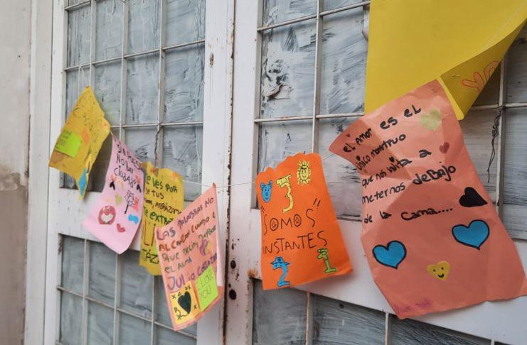 Invasión poética en calle Mitre. Foto: La Opinión