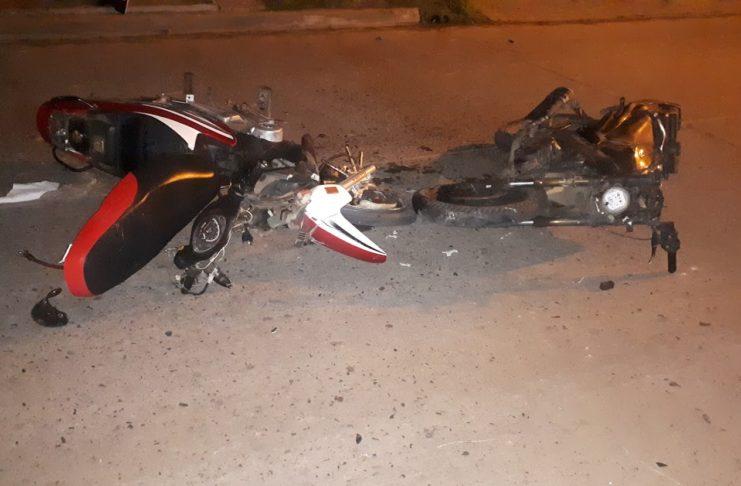 Los motociclistas no llevaban casco y fueron trasladados al Hospital.