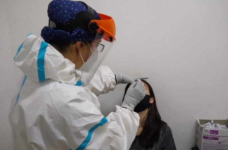 Los contagios fueron detectados vía test rápido.