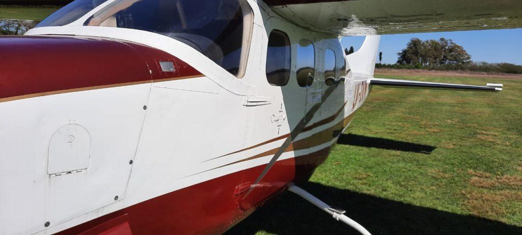 """Personal de Gendarmería llegó al aeródromo local para incautar un Cessna relacionado una megacausa que desbarató una banda dedicada a """"narcovuelos"""" entre Argentina, Paraguay y Uruguay, donde hallaron 400 kilos de cocaína. En Entre Ríos secuestraron otro avión vinculado a la investigación."""