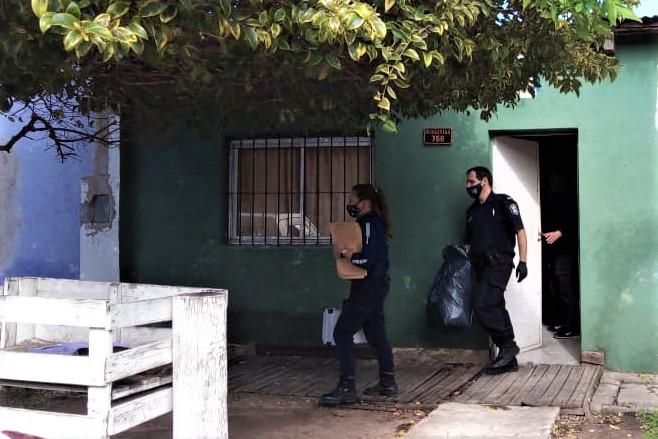 Policía Científica y DDI allanaron la vivienda, ubicada en Manuel Iglesias al 700.